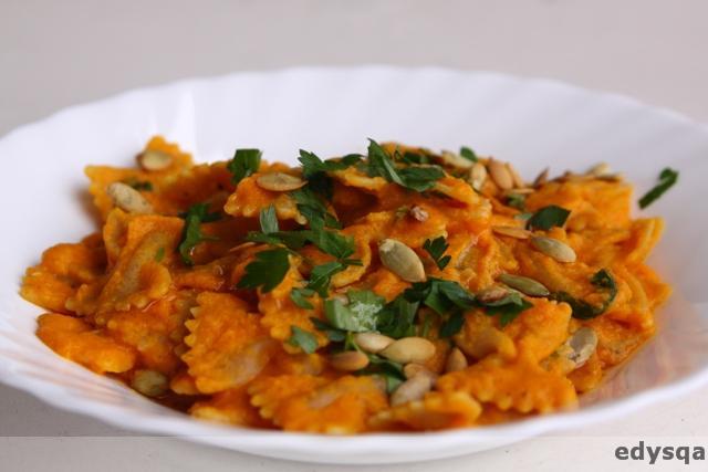 Makaron kokardki (farfale) w sosie dyniowym