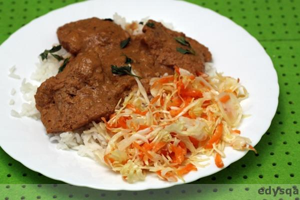 Super obiad :) kotlety w sosie i surówka chińska