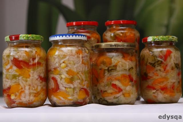 Sałatki z warzyw do słoików na zimę