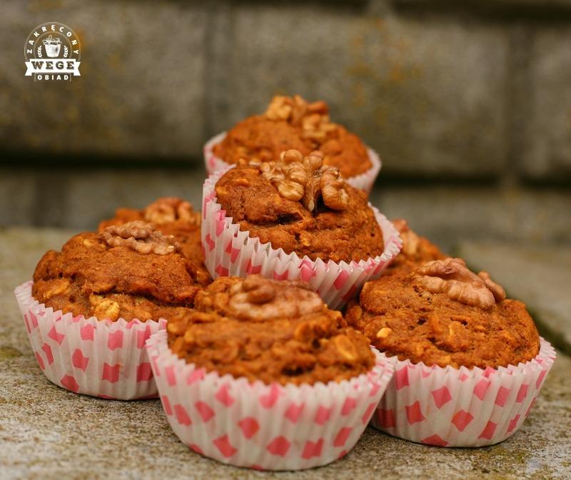 Muffinki z daktylami i orzechami włoskim (bez oleju, jajek, mleka)