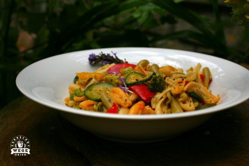 Jak sprawić żeby makaron z warzywami miał lepszy smak?