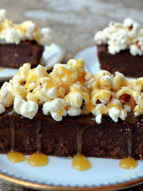"""Jesienne brownie z dynią i popcornem z karmelem od """"Cukier w normie"""""""