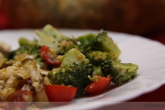 Sałatka z brokuła i pomidora – prosta i szybka