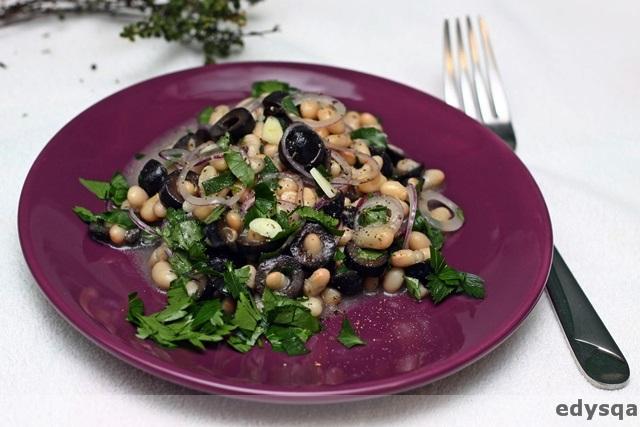 Sałatka z fasoli i oliwek