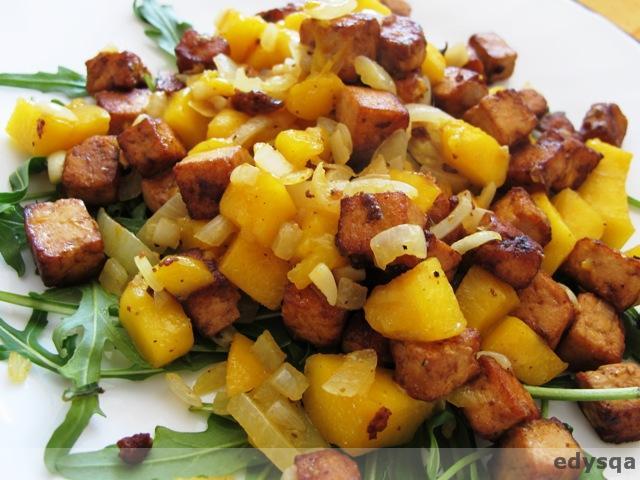Sałatka z tofu z mango