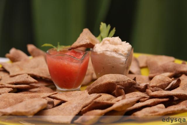 Polskie razowe nachos, czyli podpłomyki lub krakersy + 2 dipy
