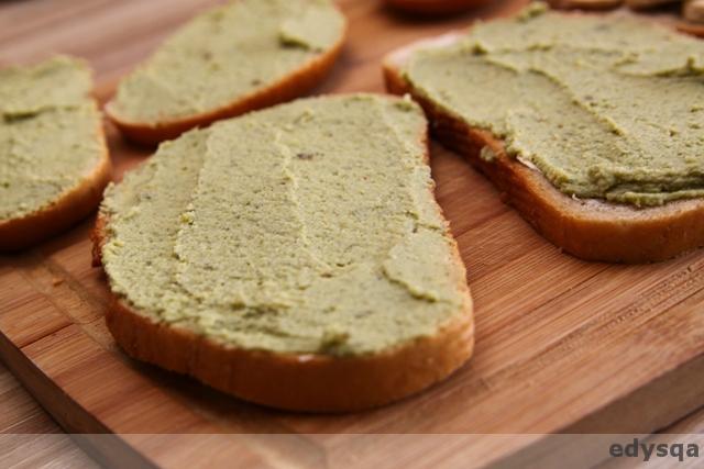 Zielona pasta, z bobu i awokado