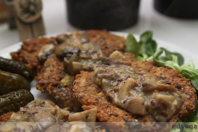 Placki gryczano – ziemniaczane z sosem boczniakowo – musztardowym