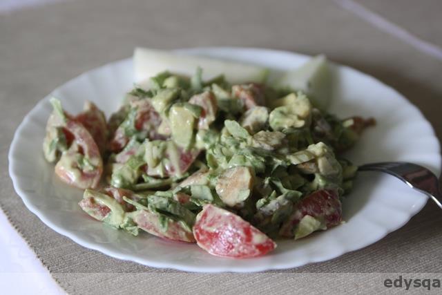Tydzień surowej diety – surówka z sosem z nerkowców