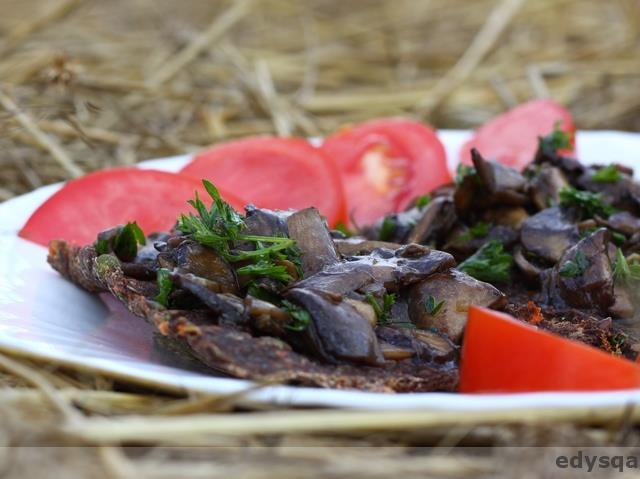 Marynowane surowe pieczarki z natka pietruszki – raw