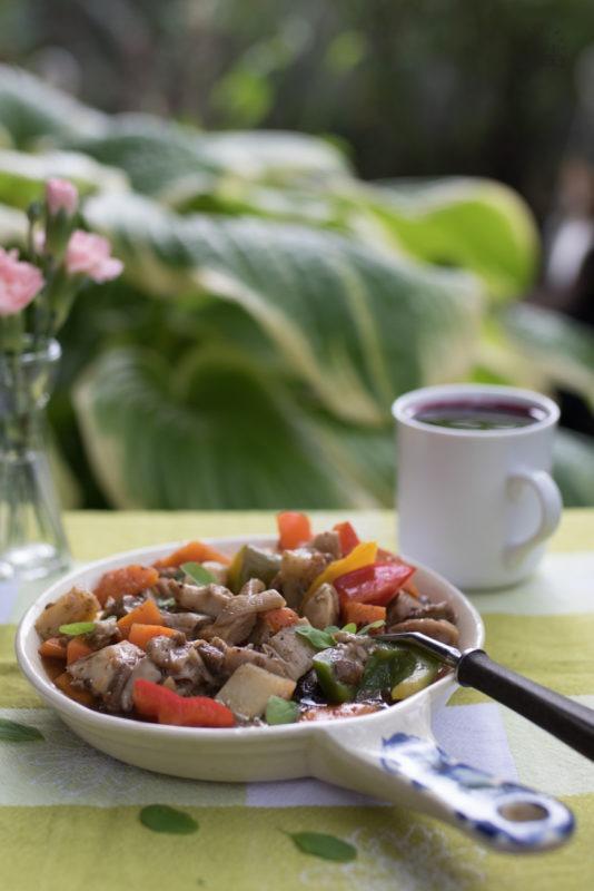 gulasz warzywny z boczniakami