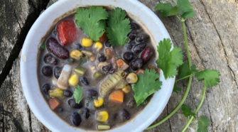 Fasola z warzywami i chili