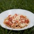 Spaghetti w sosie pomidorowym z soczewicą